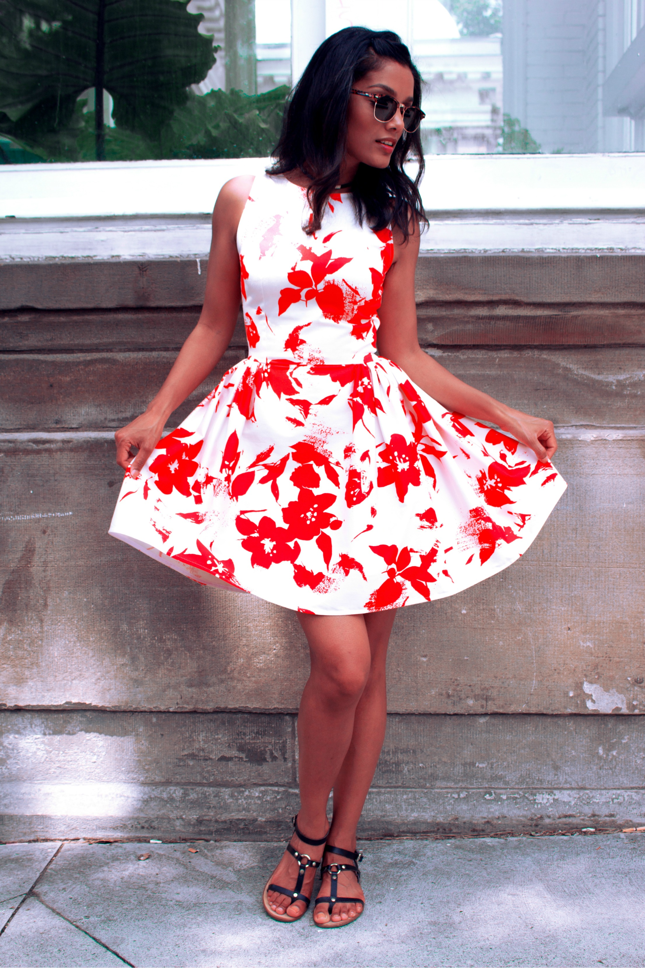 DIY coral & white cotton sateen summer dress with gathers. See more here: http://bit.ly/2w4o7EQ